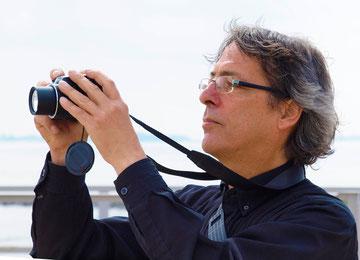 Andreas Braun auf Motivsuche auf Krautsand - Foto R. Helmholtz