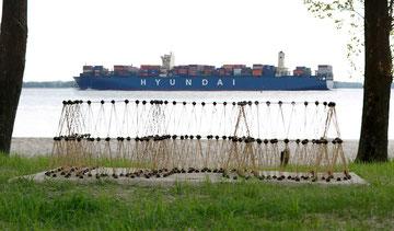 Objekt mit Containerschiff (Foto: R. Helmholtz)