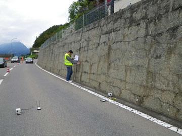 Zerstörungsfreie Messungen an Stützmauern mit AAR-Rissen