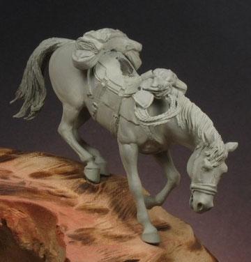 Le cheval est prêt pour la peinture. Tous les accessoires sont installés