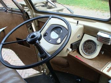 T1a uit 1952 - het klokje en het plankje daaronder zijn niet origineel