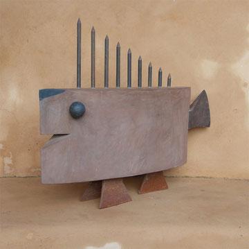 """""""ANTENNENFISCH"""" (Material: Beton, Eisen, Breite:0,64m, Höhe:0,49m, Preis:420€)"""