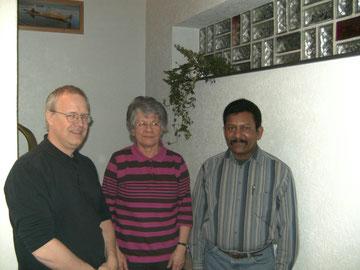 ...unser Vorstand seit 2007 (v. l. Thomas Kischkel, Brigitte Zörb und Roy Vipoosana)...