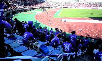 熊本KKウイング!サンフレ側アウェイ応援席!遠い地で広島の方々に出会えるのはやはり嬉しいものです。