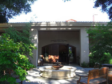 中庭と入り口です。