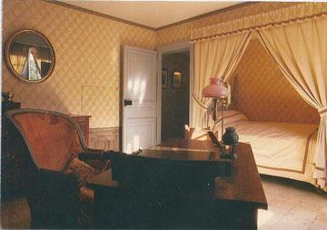 Chambre de Balzac dont les fenêtres ouvrent sur des arbres plusieurs fois centenaires (à l'époque...)