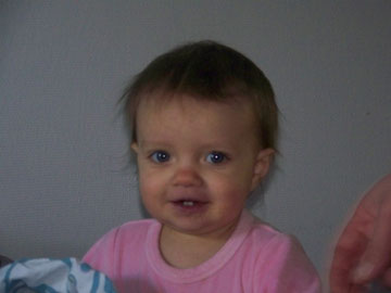 Ah ca, Malou elle n'a pas eu droit aux cheveux de son frère !