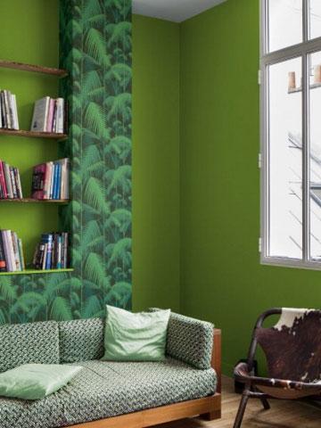 La décoration murale de cette pièce, réalisée dans une maison de la Vaunage, a été faite avec une couleur peinture Vert Greenery par le peintre Caveirac.