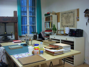 Atelier situé au coeur de Marseille dans le quartier des antiquaires au métro Préfecture