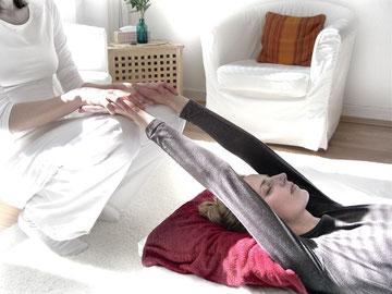 Dehnung der Körpervorderseite zur Unterstützung der Atmung