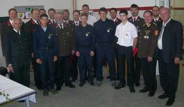Gruppenbild Wettkampfgruppe und verdiente FF-Mitglieder