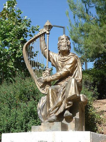 David aimait réellement la musique et la danse. Cet artiste est allé jusqu'à fabriquer des instruments de musique et composer les louanges pour célébrer Jéhovah en chantant.