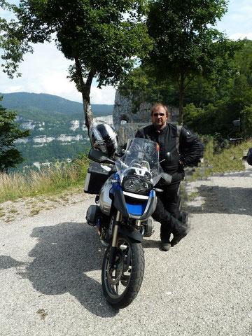 Im Sommer 2010 vor der Combe Laval - Traumstraße für Biker...