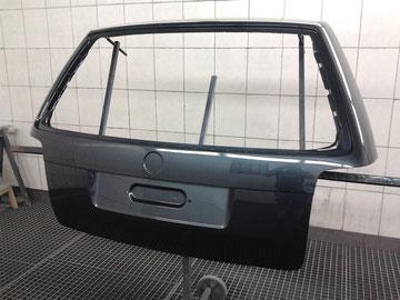 Neuteillackierung einer VW Passat Heckklappe