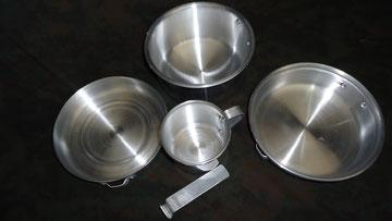 super  combo menaje camping cocina 2 cacerolas, una olla de de 7 cm de alto por 14 cm de ancho y pocillo mas gancho para mover los artículos  super precio $ 33000