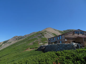 薬師岳山荘   ※下から撮影