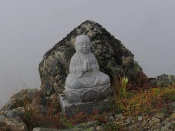 赤岳山頂(水晶小屋裏)のお地蔵様