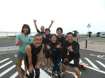 杉山清隆さん、増田俊郎さん みんなで海に入りました!