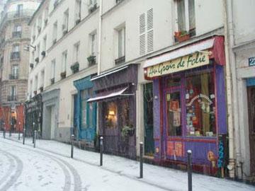 こういう街並みって、フランスだなーと感じます。