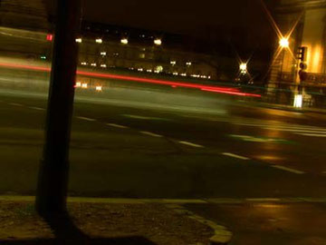 実はこういう写真も好きー。流れる車の筋。続きを読むをクリック。