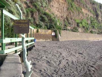ここはまた、別の砂浜。