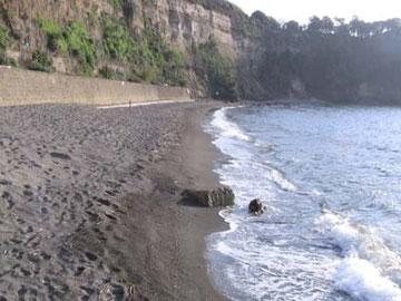 ここはイル・ポスティーノの中で、マリオとパブロが「比喩」について語り合う砂浜です。