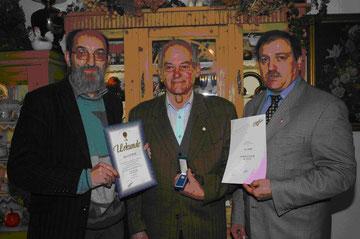 v. li.: Dr. W. ZANDL (NÖFV), Ehrenpräsident Karl NOWAK, Raimund HAGER (Vizepräsident Sportunion NÖ)