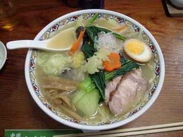 「麺菜」青森県産ニンニクトッピング付き(風邪が治らないと言ったらご主人がご厚意で乗せてくれた)