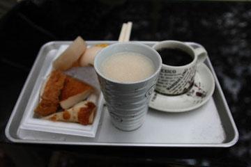 茶屋自家製の甘酒、おでんにコーヒー