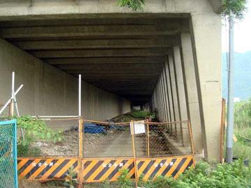 写真16 「半過洞門」今は使われていない。