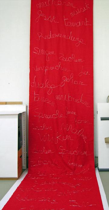 Filz Stoffbahn 300 cm x 150 cm, Wörter aus Draht geformt und aufgenäht