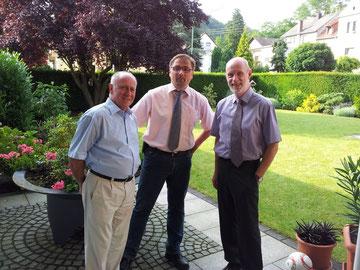 Heinz Scholl gratulierte Willi Volk im Namen der alten FBL-Fraktion im Rat der ehemaligen Verbandsgemeinde Braubach.