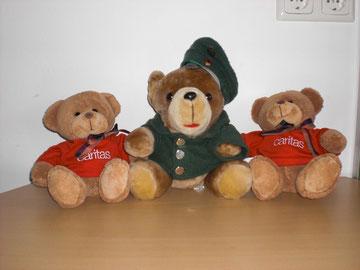 Caritas-Bären und der Polizeibär der Notfallseelsorge