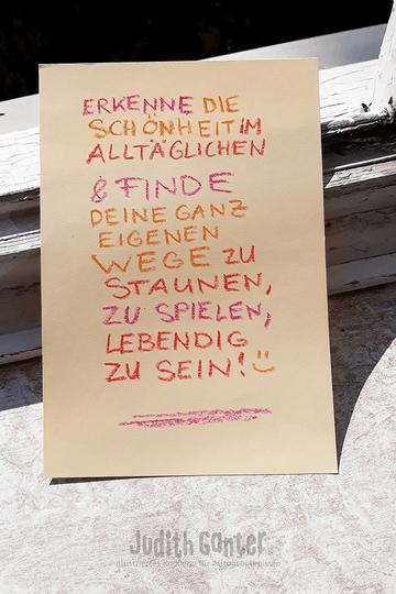 ERKENNE DIE SCHÖNHEIT IM ALLTÄGLICHEN UND FINDE DEINE GANZ EIGENEN WEGE ZU STAUNEN, ZU SPIELEN, LEBENDIG ZU SEIN - Judith Ganter - Illustriertes Kopfkino für Alltagsoptimisten - Text und Lettering Judith Ganter, Hamburg - Achtsamkeitstraining, Achtsamkeit