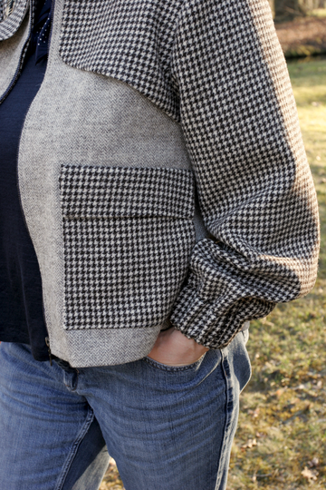 Detail of sleeve, pocket and front yoke with houndstooth pattern © Griselka 2021