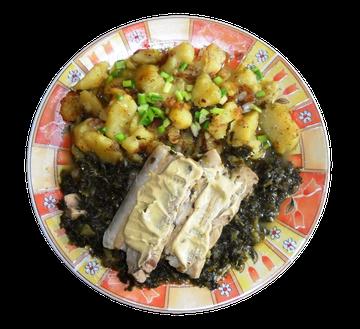 Grünkohl mit Schweinebauch und Bratkartoffeln