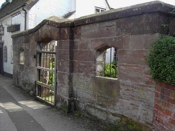 Northfield Pound, the Great Stone Inn beyond.