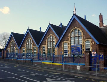 Benson School. Image on Geograph SP0488 © Copyright Julian Osley and licensed for reuse under Creative Commons Licence Attribution-ShareAlike 2.0 Generic (CC BY-SA 2.0).
