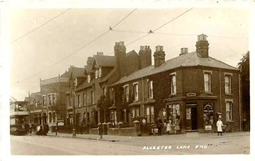 Alcester Lanes End tram terminus at the Kings Arms after 1906. Postcard courtesy of Ian FOFB posted on the Old Birmingham Pictures website.