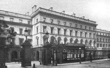 The Queen's Hotel and the entrance to New Street Station