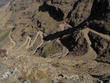 Straße rauf zum Sani Pass