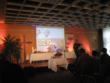 Der Generalsekretär des deutschen CVJM, Dr. Roland Werner, predeigt während des Gottesdienstes