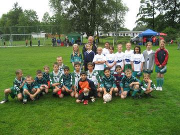 Mädchen und Jungen beim Turnier in Almke 2011