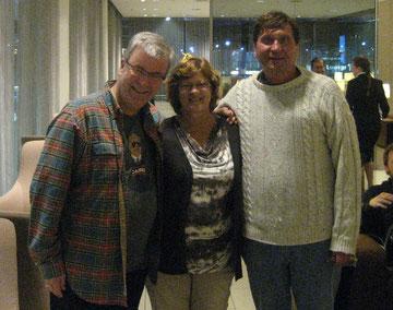 Von links: Johan Vilhelm Eltvik, seine Frau Ingünn und Manfred Wille auf dem Amsterdamer Flughafen