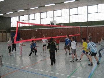Schülerinnen und Schüler bei der Westhagener Volleyball Pausenliga
