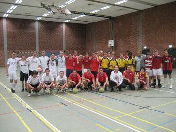 Sportlich-fair kickten die Freizeitfußballer um den 7.Westhagener KirchenCup