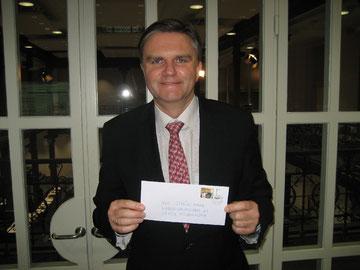 Uwe Schünemann mit der CVJM Briefmarke
