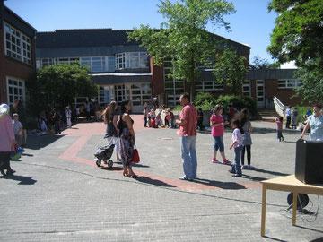 Ein Blick auf den Schulhof