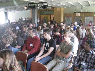 Blick auf Teilnehmerinnen und Teilnehmer der Konferenz in Dassel
