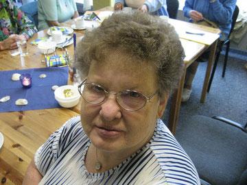 Christa Kuhn im Mütterzentrum Westhagen beim gemeinsamen Frühstück
